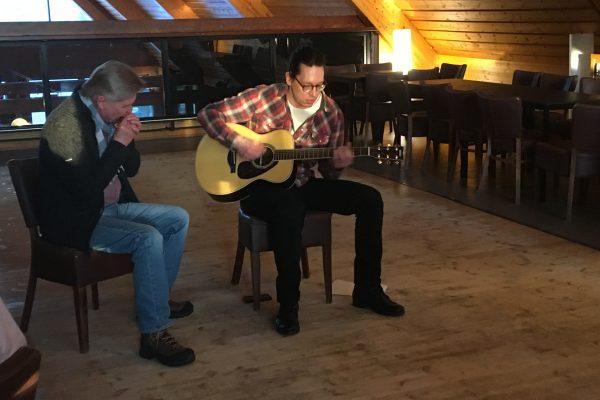 Jussi Jylkkä & Heikki Hämäläinen playing acoustic blues at the Social Event